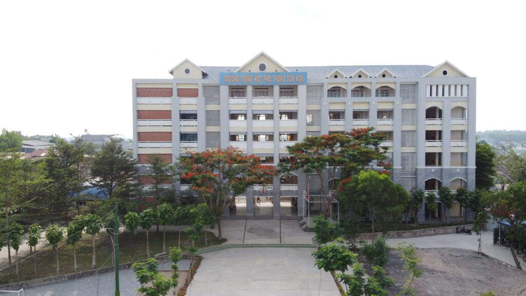 tan-hoa-school